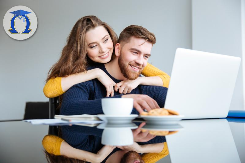Двойка се обучава дистанционно